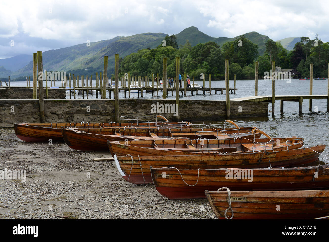 Rowing boats on the shore of Derwent Water at Keswick, Lake District National Park, Cumbria, UK - Stock Image