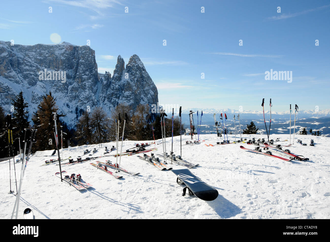 Snowboard with ski and stick in snow, Seiser Alm, UNESCO world natural heritage, Valle Isarco, South Tyrol, Trentino - Stock Image