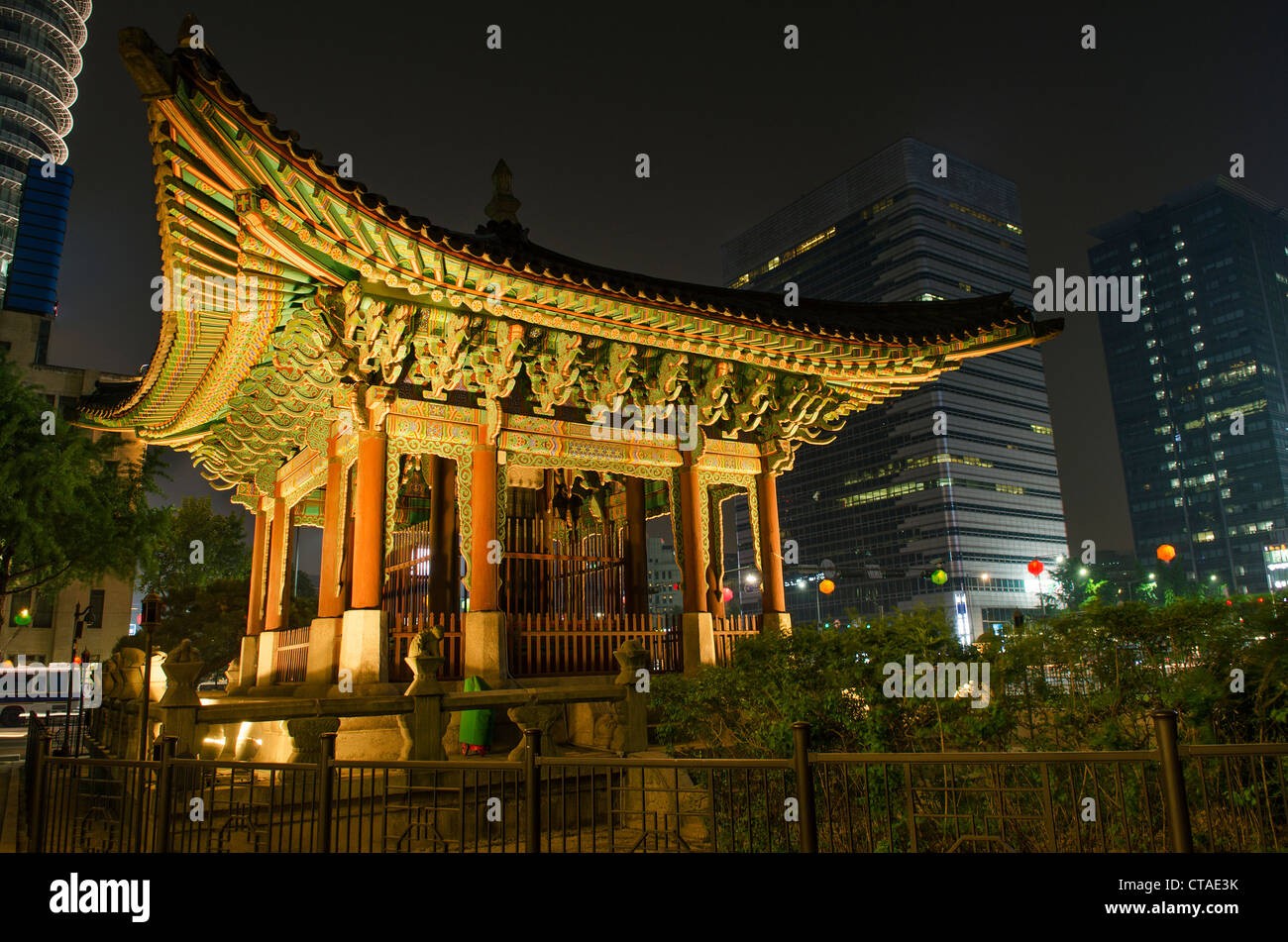 temple in central seoul south korea at night - Stock Image
