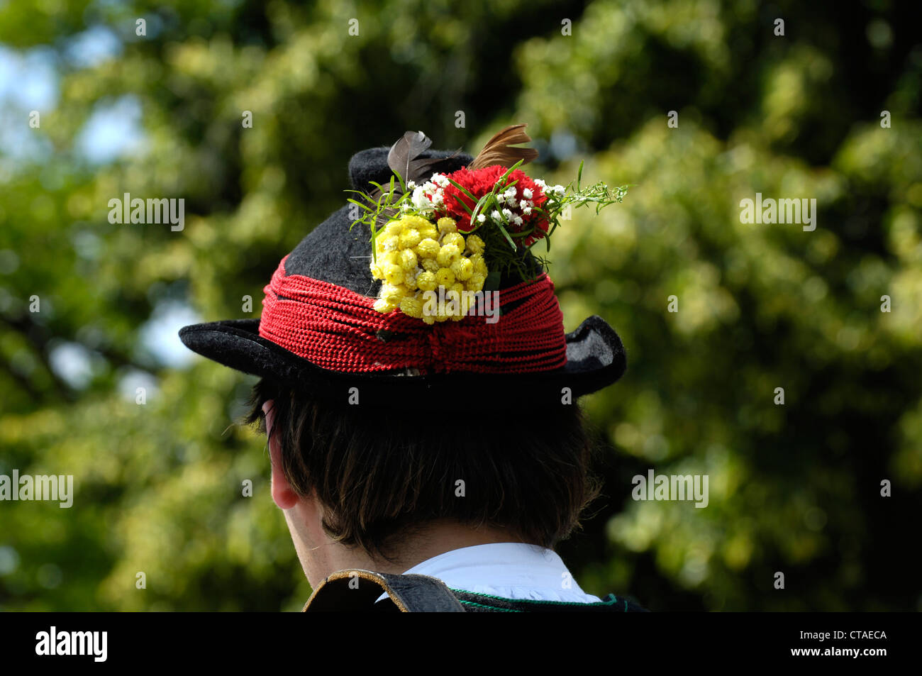 Hat decorated with flowers, man wearing Sarentino costume, South Tyrol, Trentino-Alto Adige, Italy - Stock Image