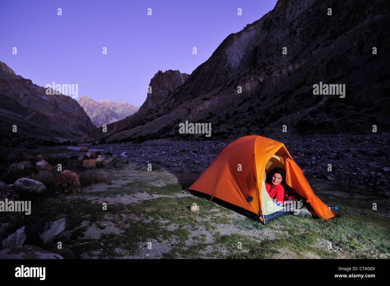 Woman lying in a tent, Honupatta, Zanskar Range Traverse, Zanskar Range, Zanskar, Ladakh, Jammu and Kashmir, India - Stock Image