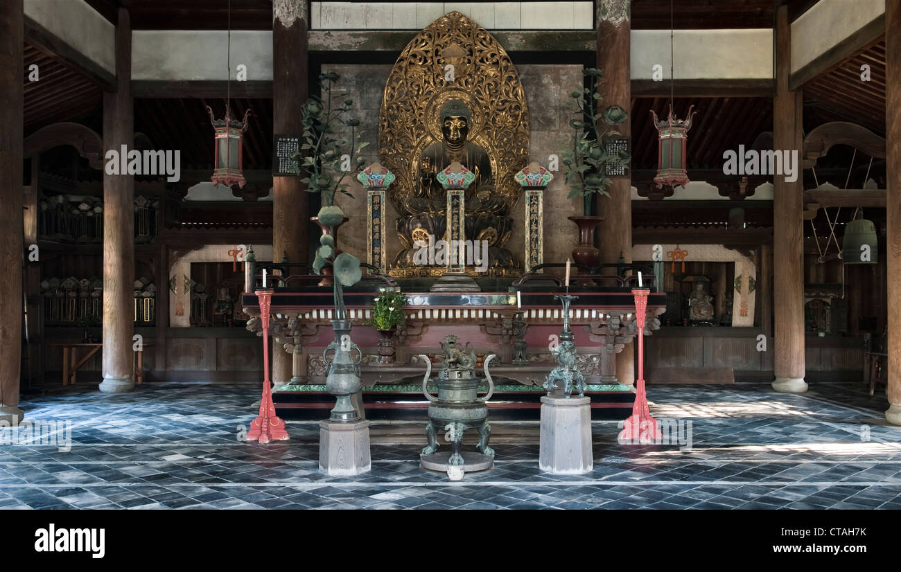 Daitoku-ji, Kyoto, Japan. The interior of a Buddhist shrine (butsuden) - Stock Image