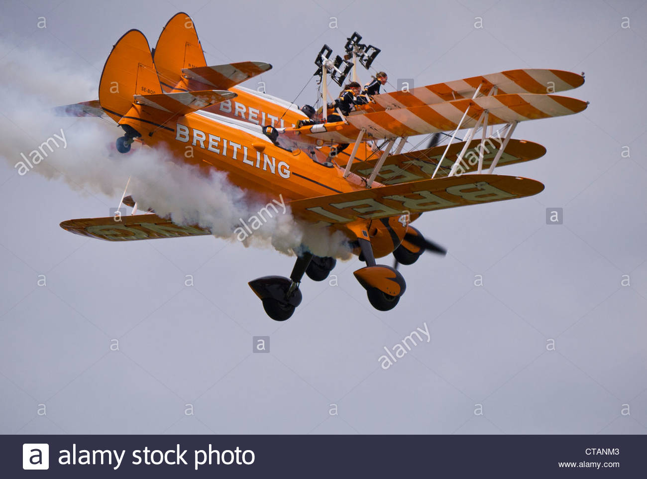 Breitling Wing Walkers leave Harness and drop into front seat Farnborough 2012 - Stock Image