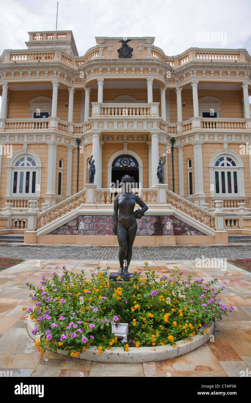 Amazonian statue in front of Palacio Rio Negro museum and cultural center, Manaus, Amazonas, Brazil, South America - Stock Image
