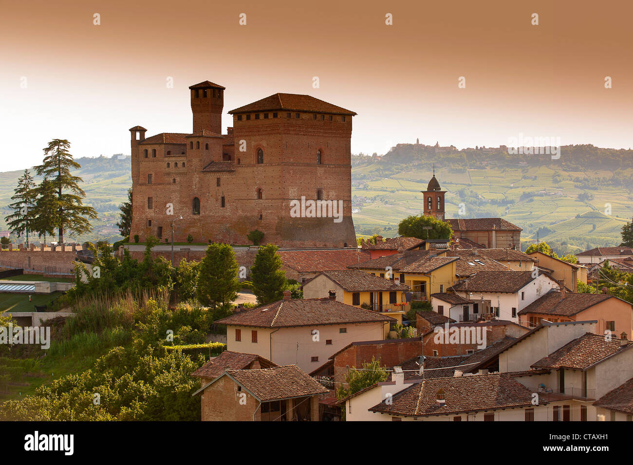 Europe Italy Piedmont Langhe Grinzane Cavour  The village and  castle - Stock Image