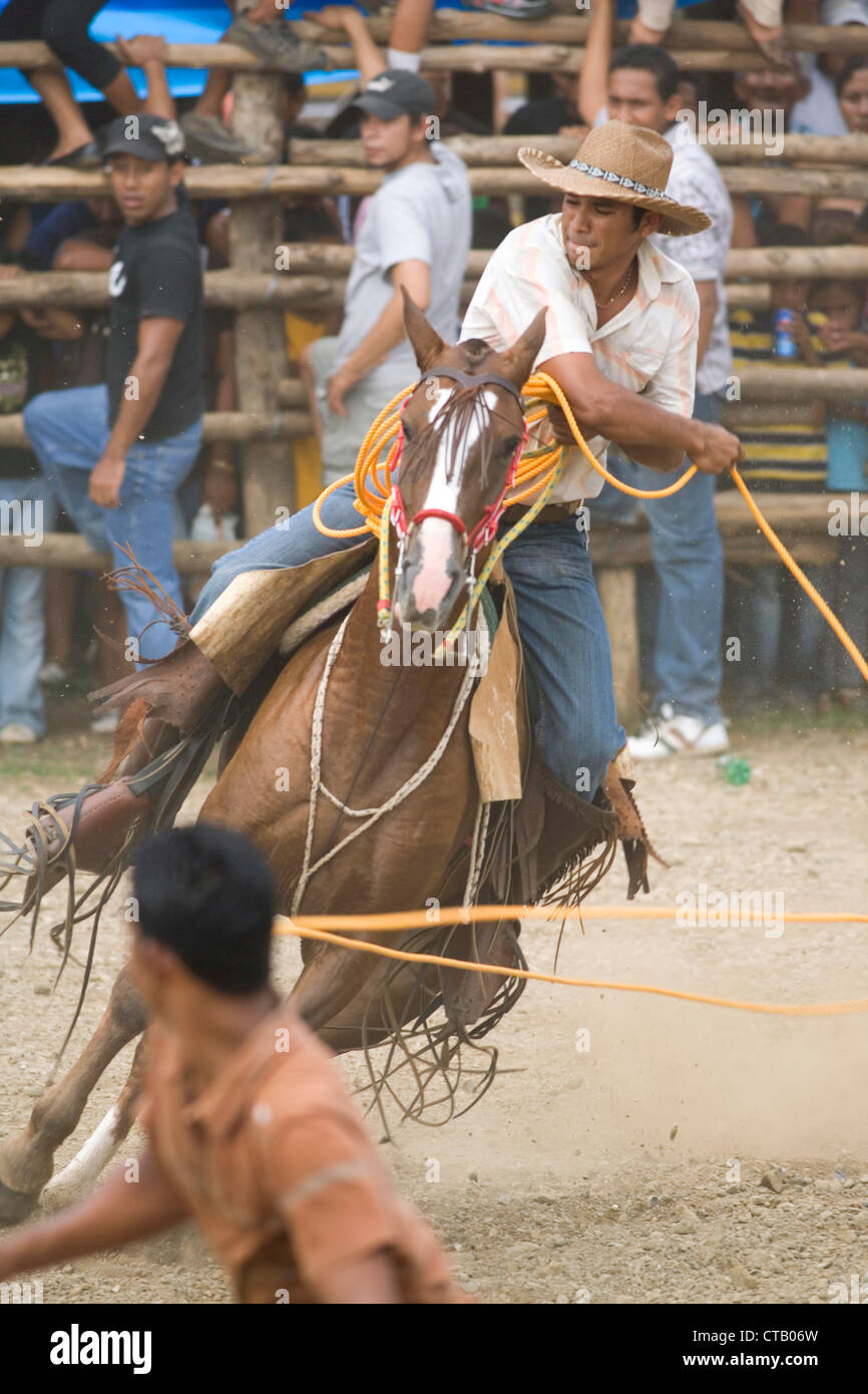 Cowboy with lasso in bull ring in Santa Cruz, Guanacaste, Costa Rica as part of Guanacaste Day celebrations – 25th - Stock Image