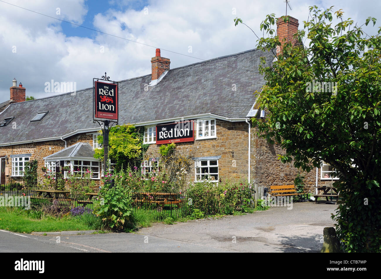 The Red Lion, in Hellidon, Northamptonshire, England - Stock Image