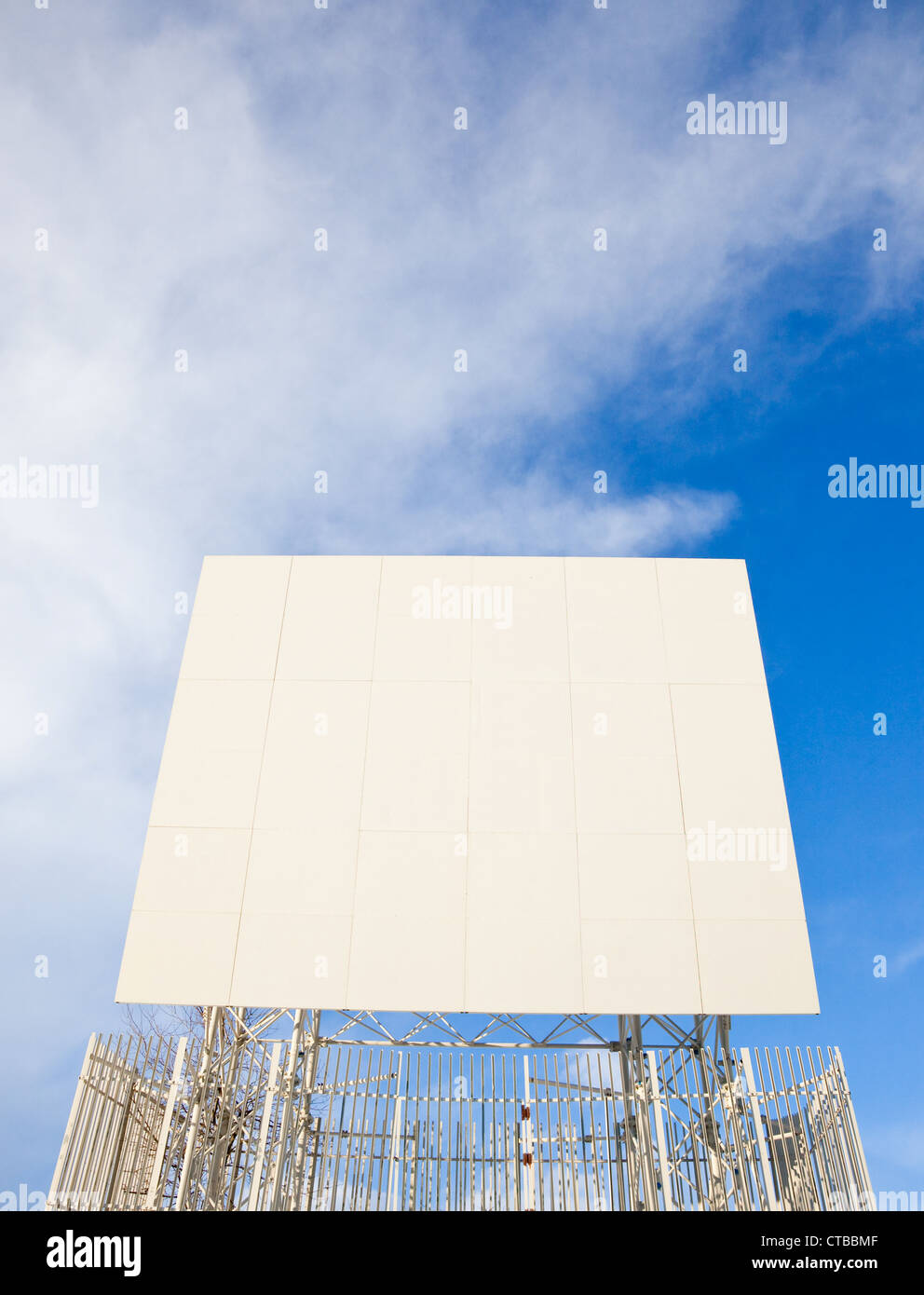 A white passive TV repeater over blue sky - Stock Image