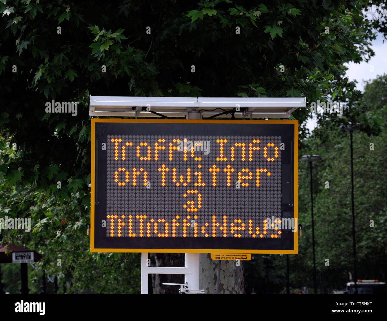 Traffic for London TFL LED road sign indicate indicating traffic news information updates twitter # TFLTrafficNews - Stock Image