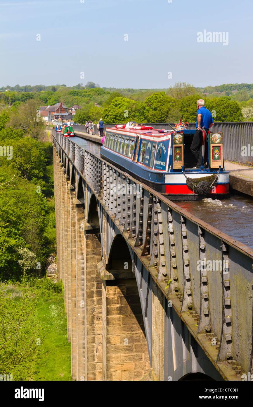 Canal boat, Pont Cysyllte aqueduct, Llangollen, Wales Stock Photo