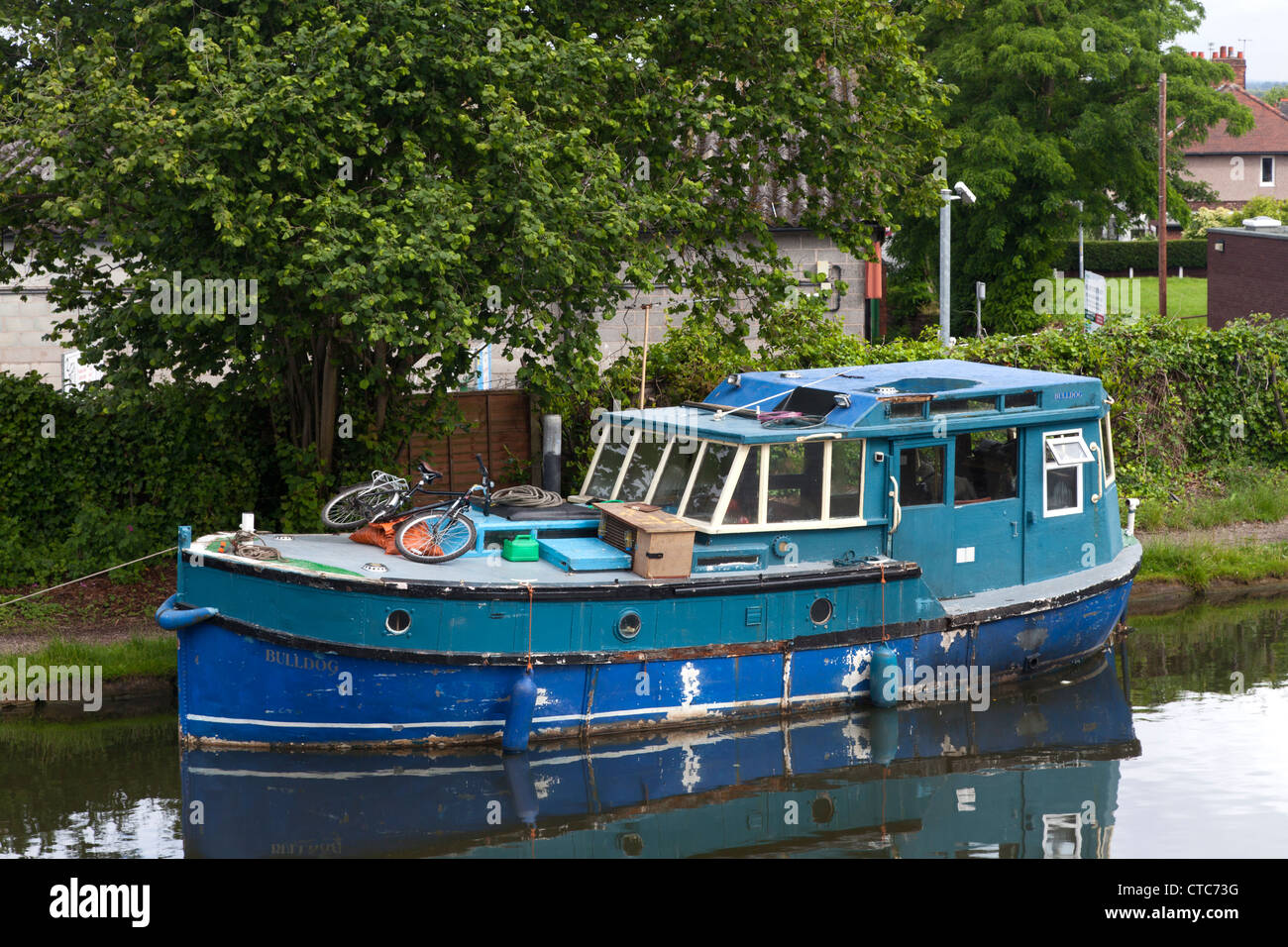 Dilapidated houseboat stock photos dilapidated houseboat stock dilapidated old river boat on the bridgewater canal at stockton heath cheshire stock image publicscrutiny Image collections