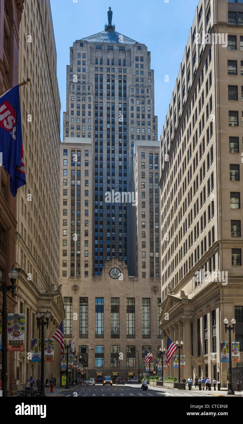 Chicago Board of Trade on Jackson Boulevard from La Salle Street with Federal Reserve Bank to right, Loop district, - Stock Image