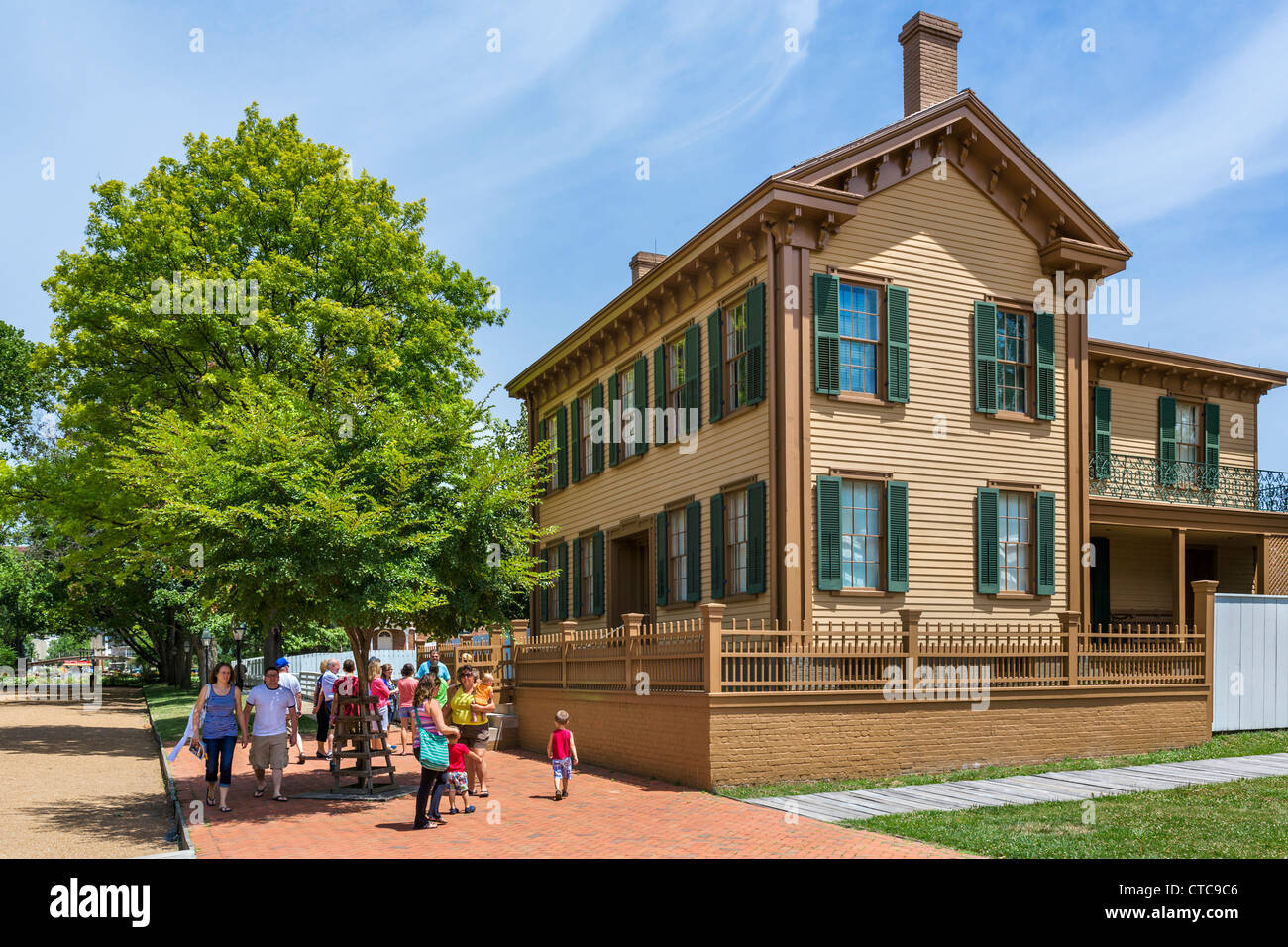 Tourists in front of the historic home of Abraham Lincoln in the Lincoln Home National Historic Site, Springfield, - Stock Image