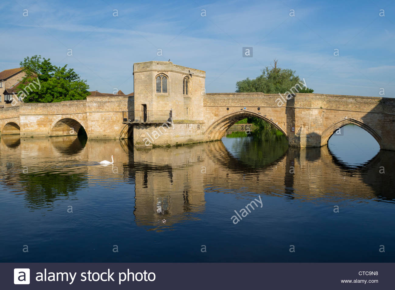 The bridge over the River Great Ouse in St Ives, Cambridgeshire, in the early morning sunlight - Stock Image