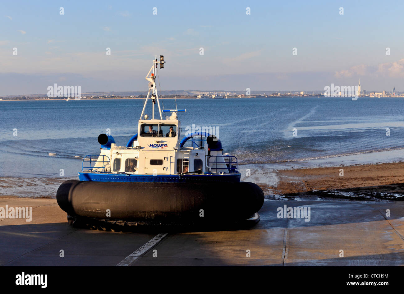 4148. Hovercraft arriving at Ryde, Isle of Wight, UK - Stock Image