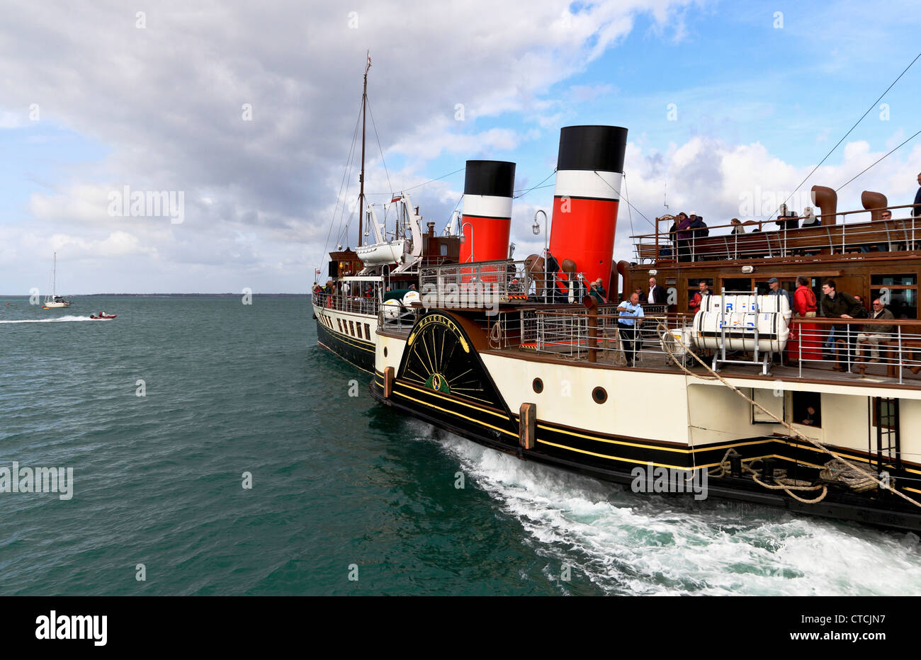4166. The Waverley Paddle-Steamer leaving Yarmouth Pier, Isle of Wight, UK - Stock Image