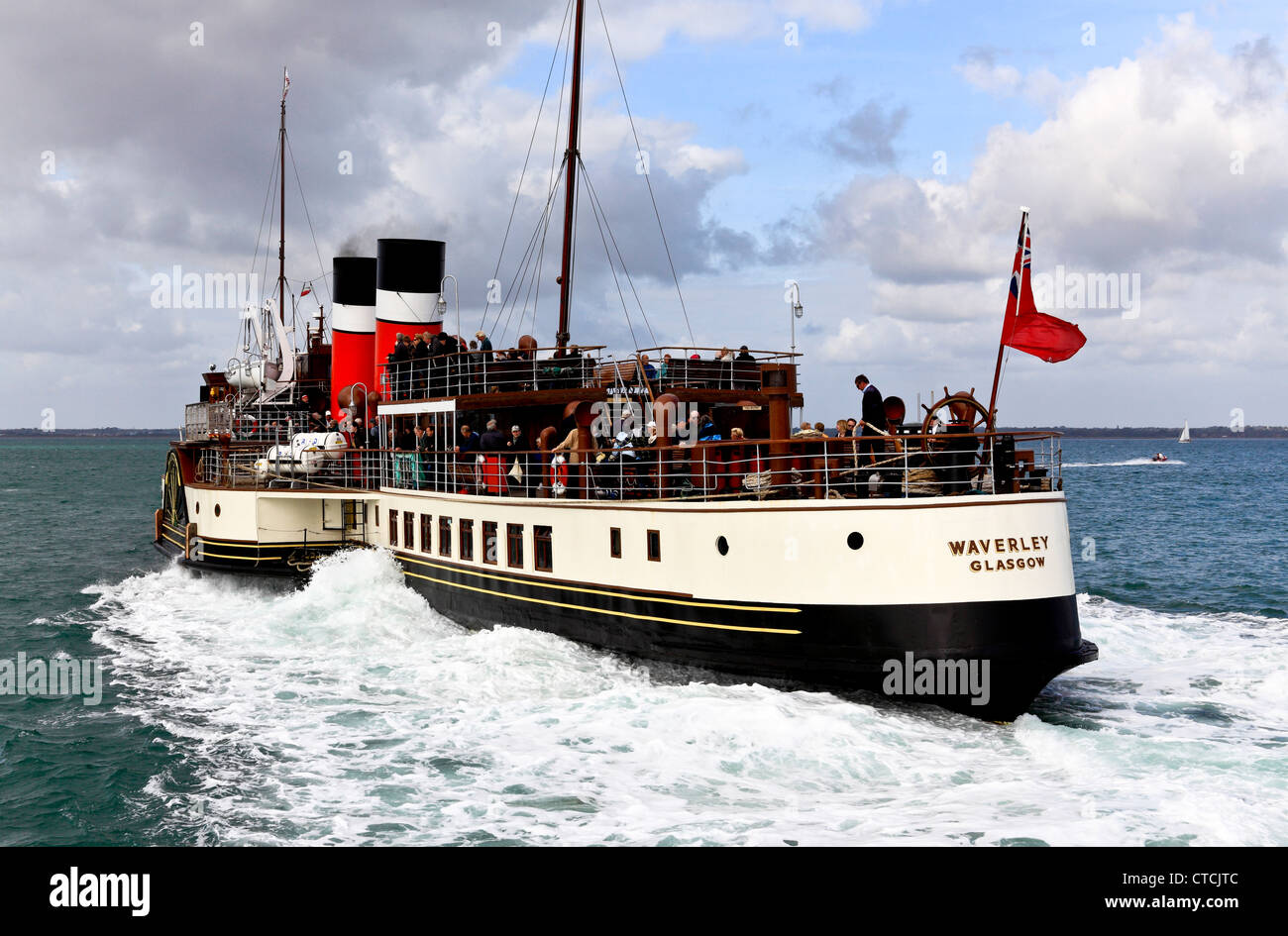 4169. The Waverley Paddle-Steamer leaving Yarmouth Pier, Isle of Wight, UK - Stock Image