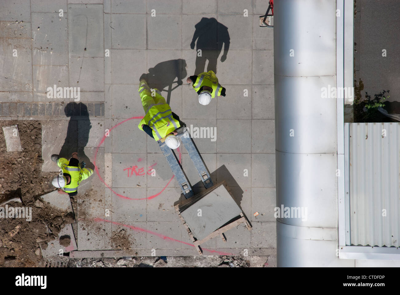 britannia construction contractors working on the pedestrianisation project on Swindon railway station forecourt. - Stock Image