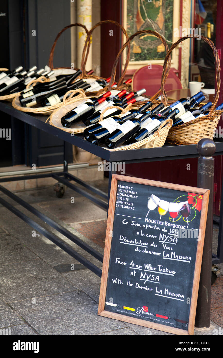 Display at the Les Vins Du Bergerac, a wine shop on the Rue Cler in Paris, France. Editorial use only. - Stock Image