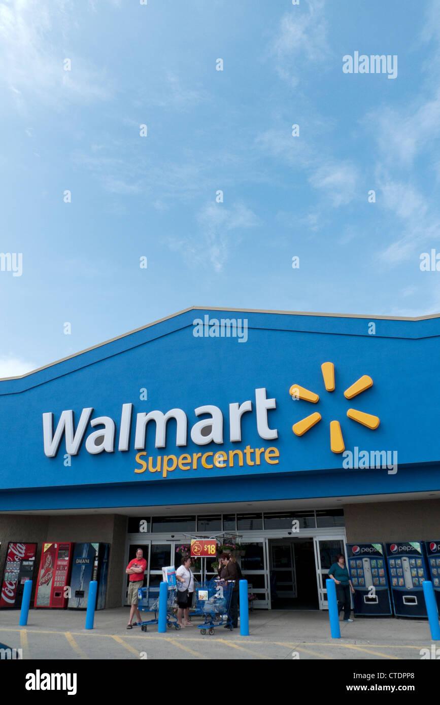 Walmart Superstore Stock Photos & Walmart Superstore Stock Images ...