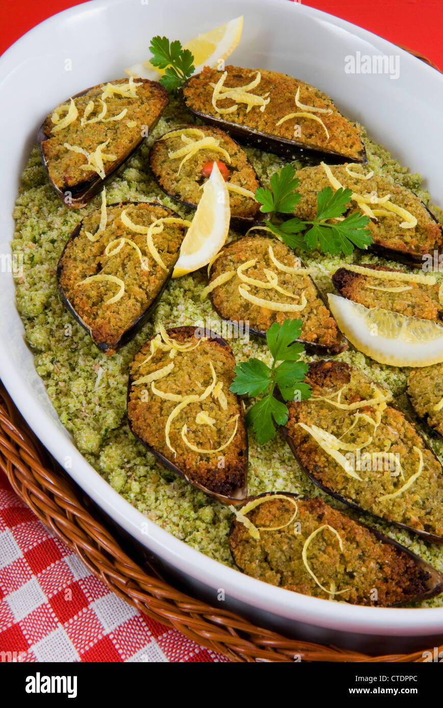 Stuffed mussels au gratin (Mytilus galloprovincialis) - Stock Image