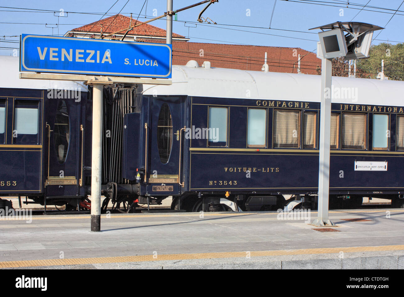 The Venice Simplon-Orient-Express Luxury Train at Venice train station, Italy. - Stock Image