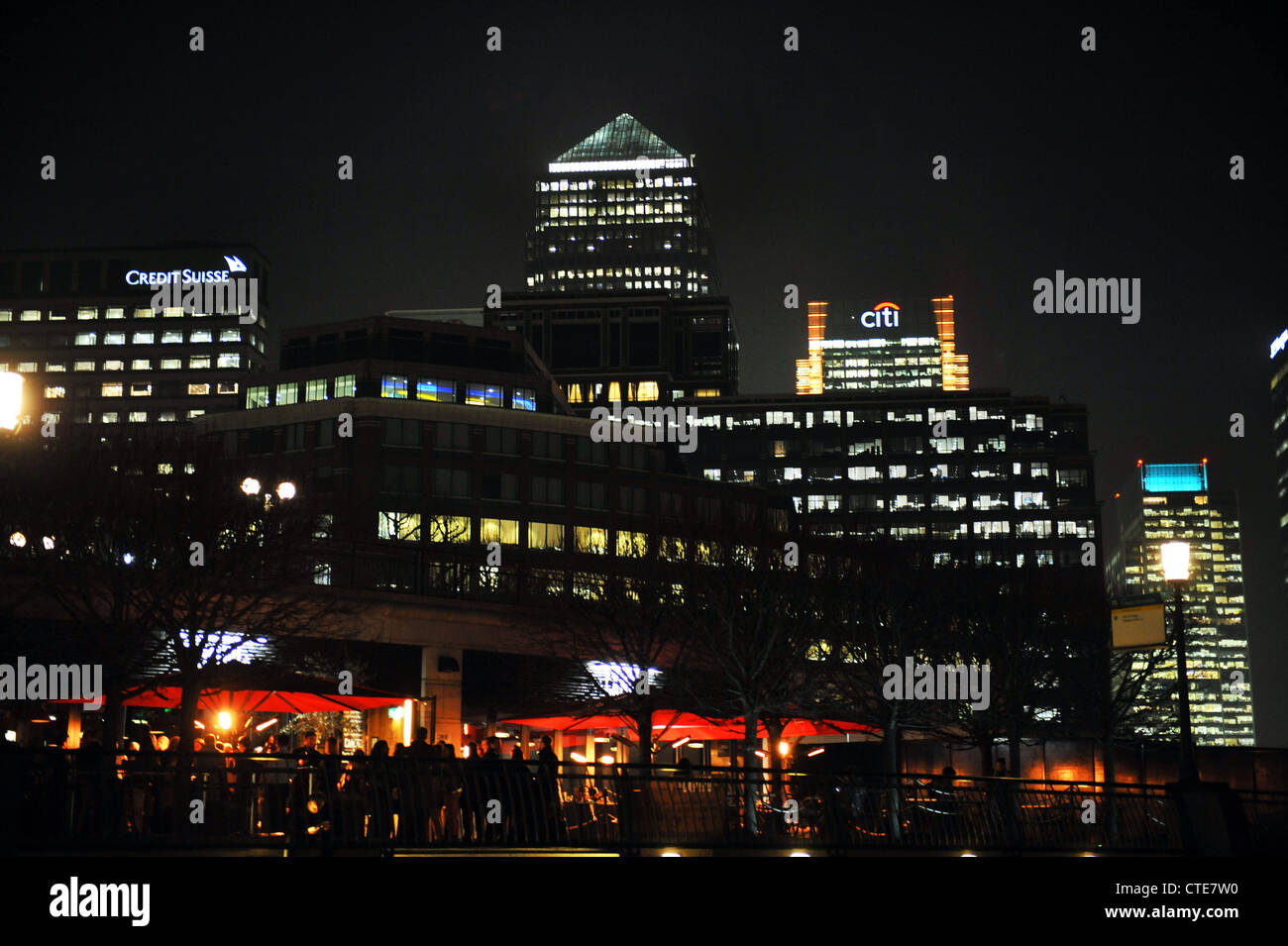After Work drinkers fill the bars at Canary Wharf London at night - Stock Image