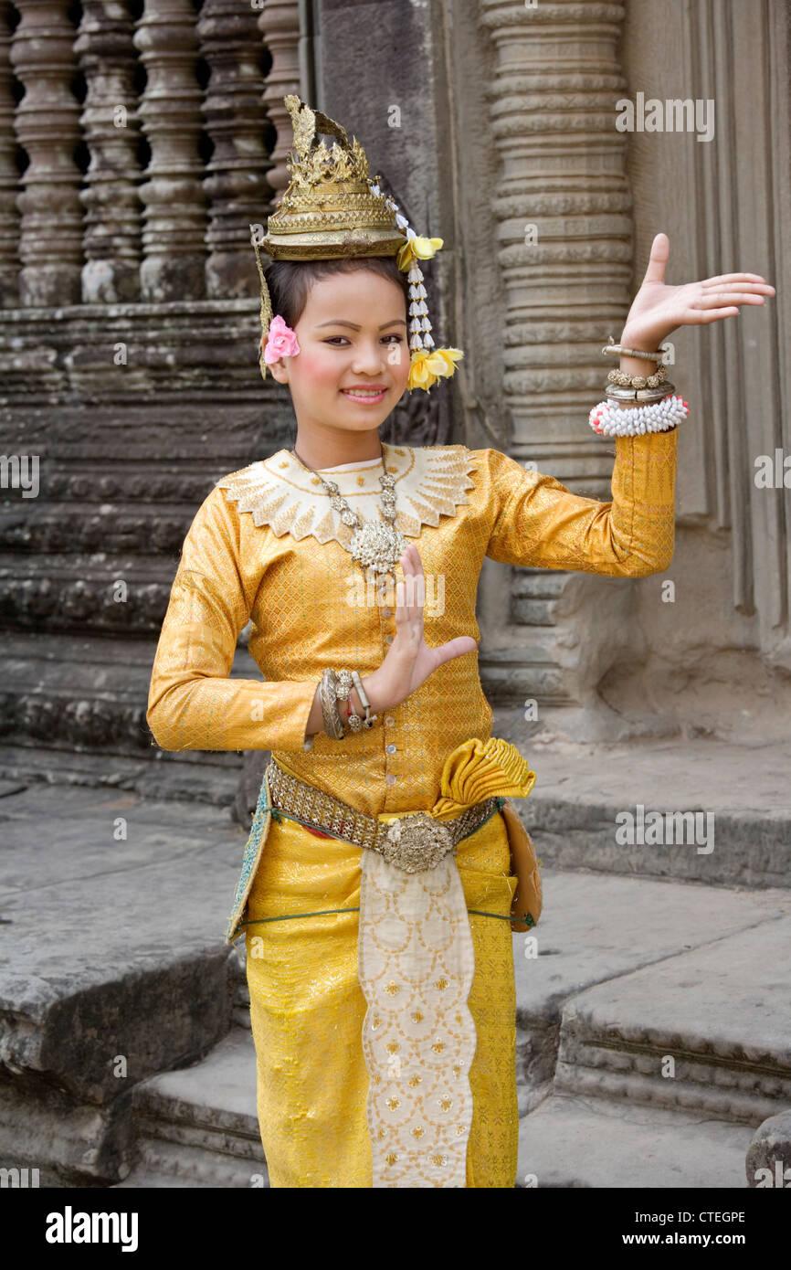 Beautiful Cambodian dancer at Angkor Wat in northern Cambodia - Stock Image