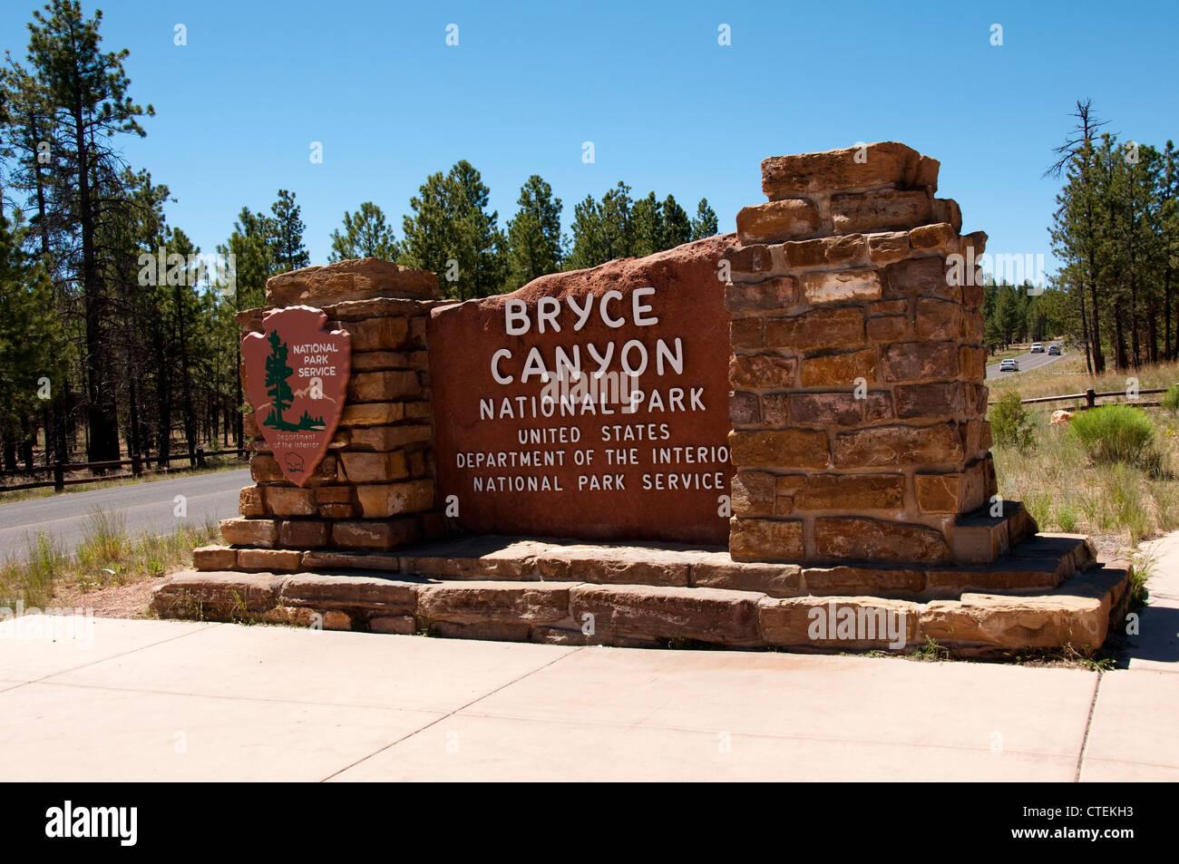 USA, Utah, Park Service signage presenting Bryce Canyon National Park. - Stock Image