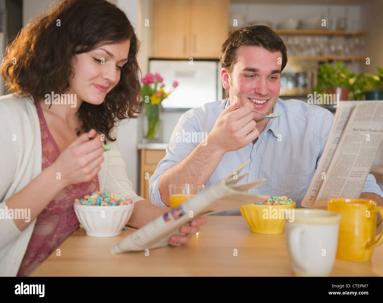USA, New Jersey, Jersey City, Couple eating breakfast Stock Photo