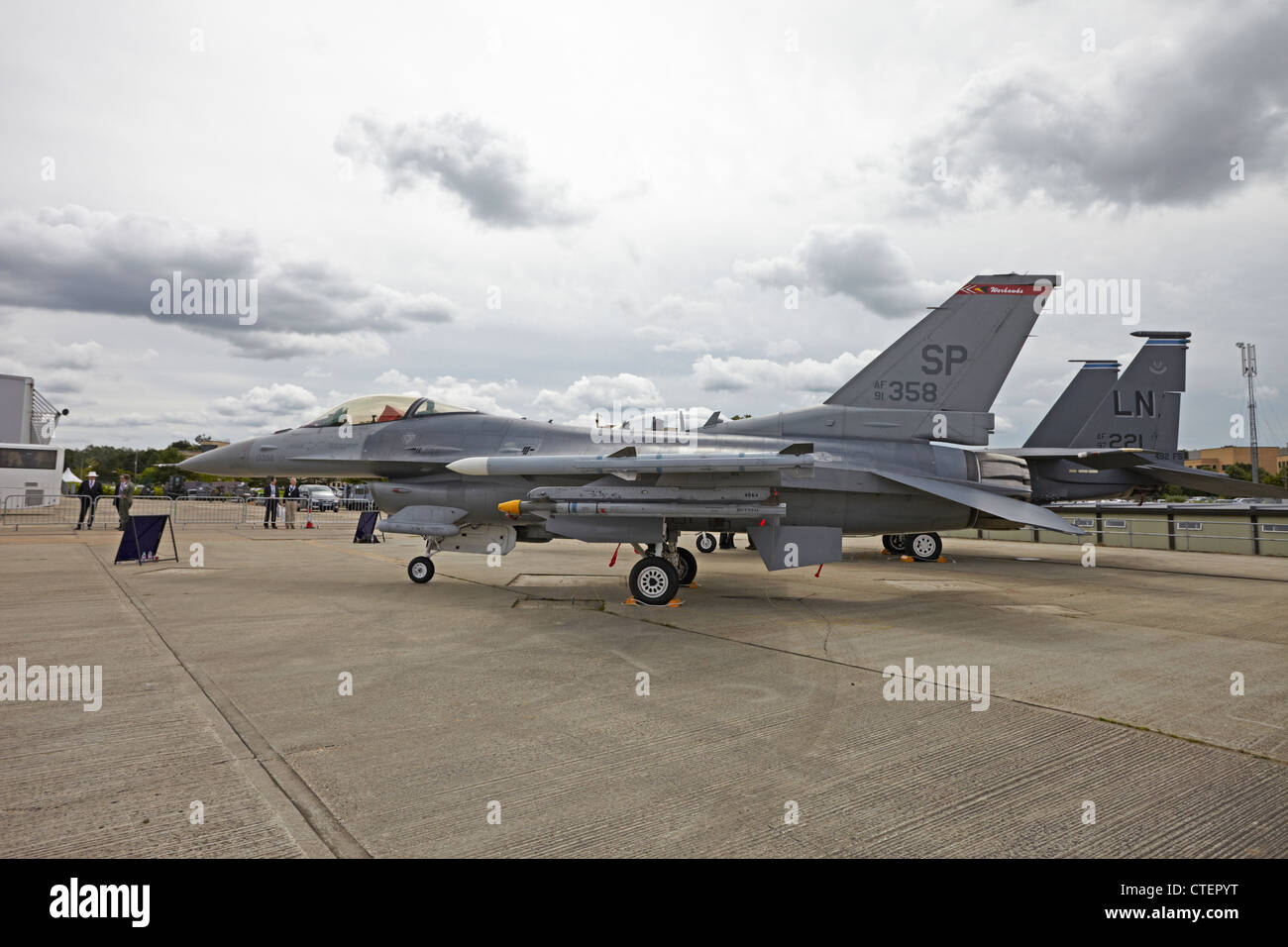 Farnborough International Airshow General Dynamics F-16 Fighting Falcon - Stock Image