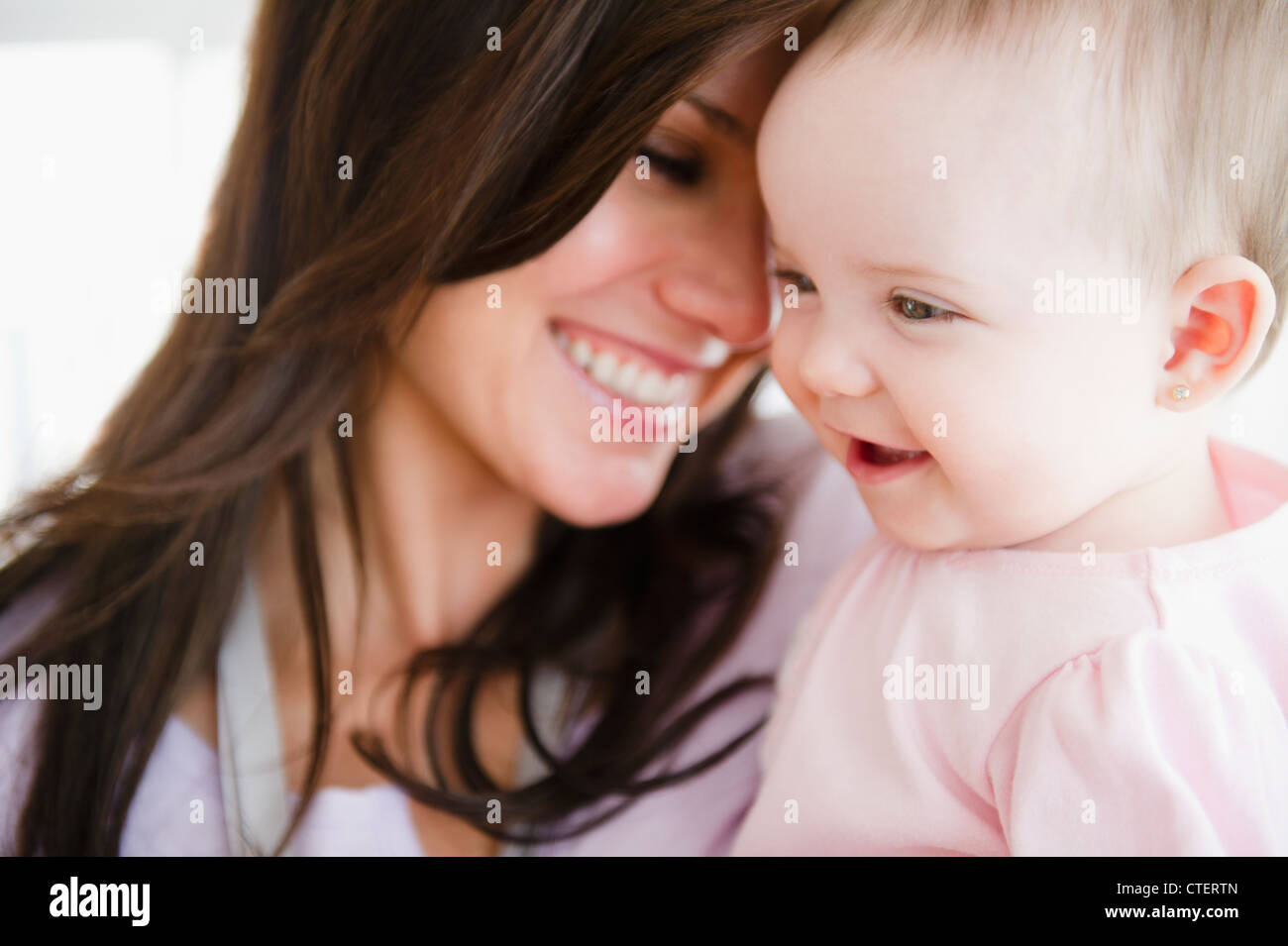 USA, New Jersey, Jersey City, Mother with baby daughter (6-11 months) - Stock Image