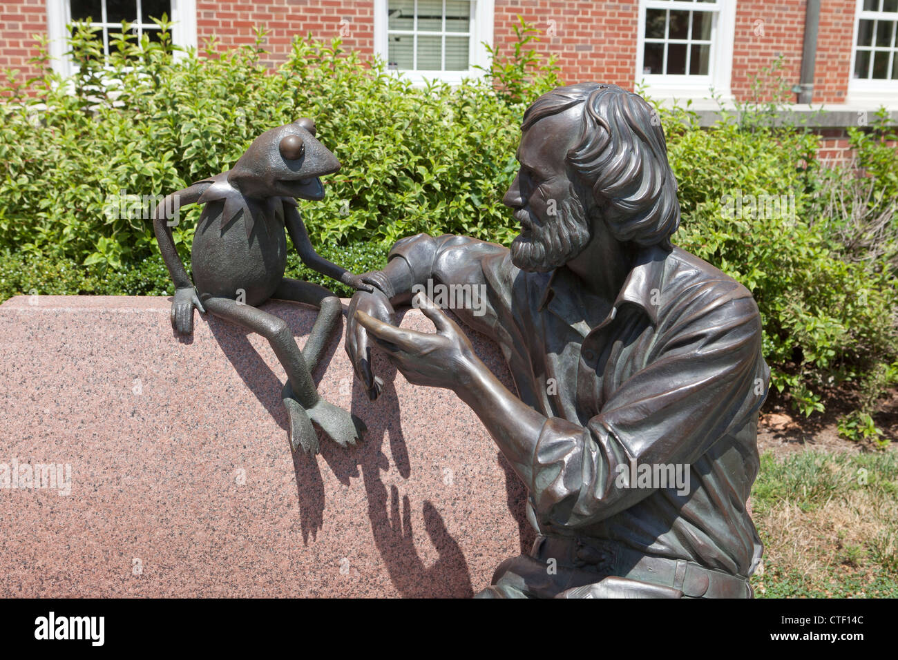 Jim Henson Memorial sculpture by Jay Hall Carpenter, 2003 - University of Maryland, College Park - Stock Image