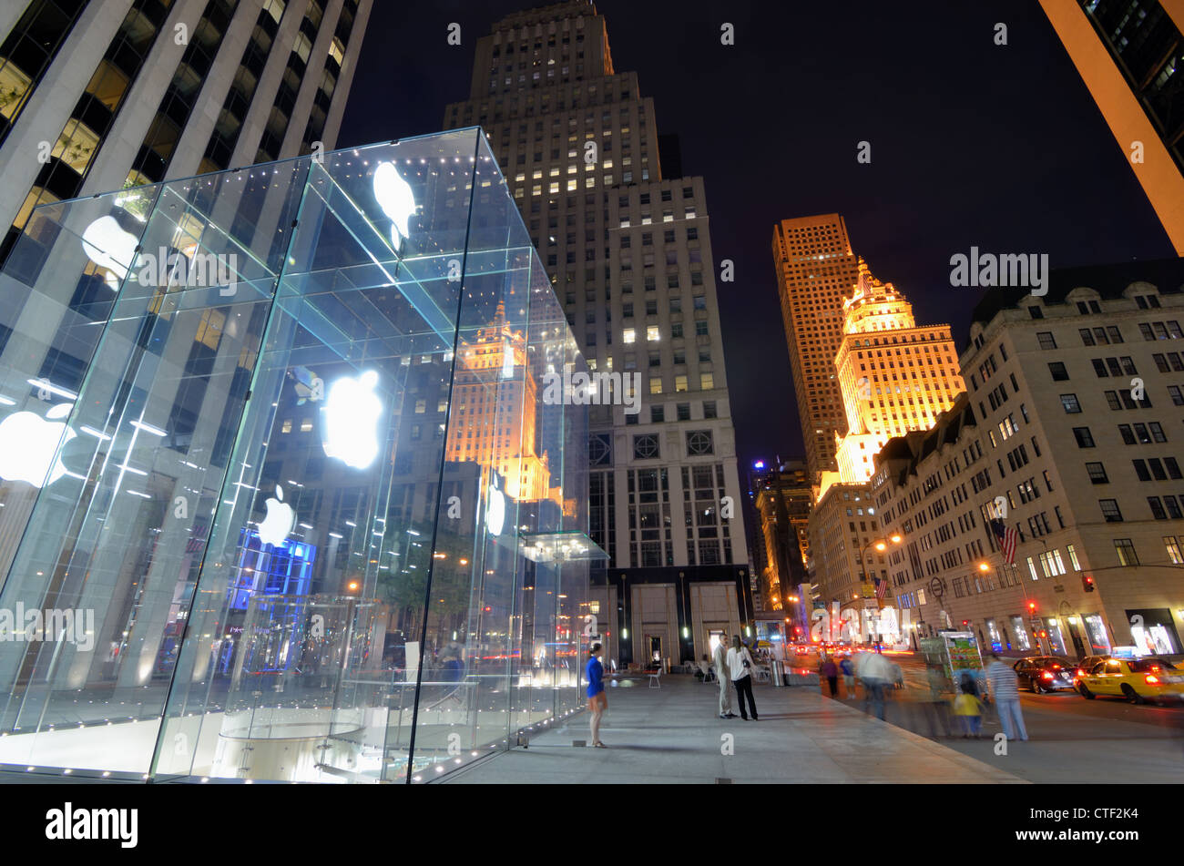 Apple Flagship Store along 5th Avenue in New York City. - Stock Image