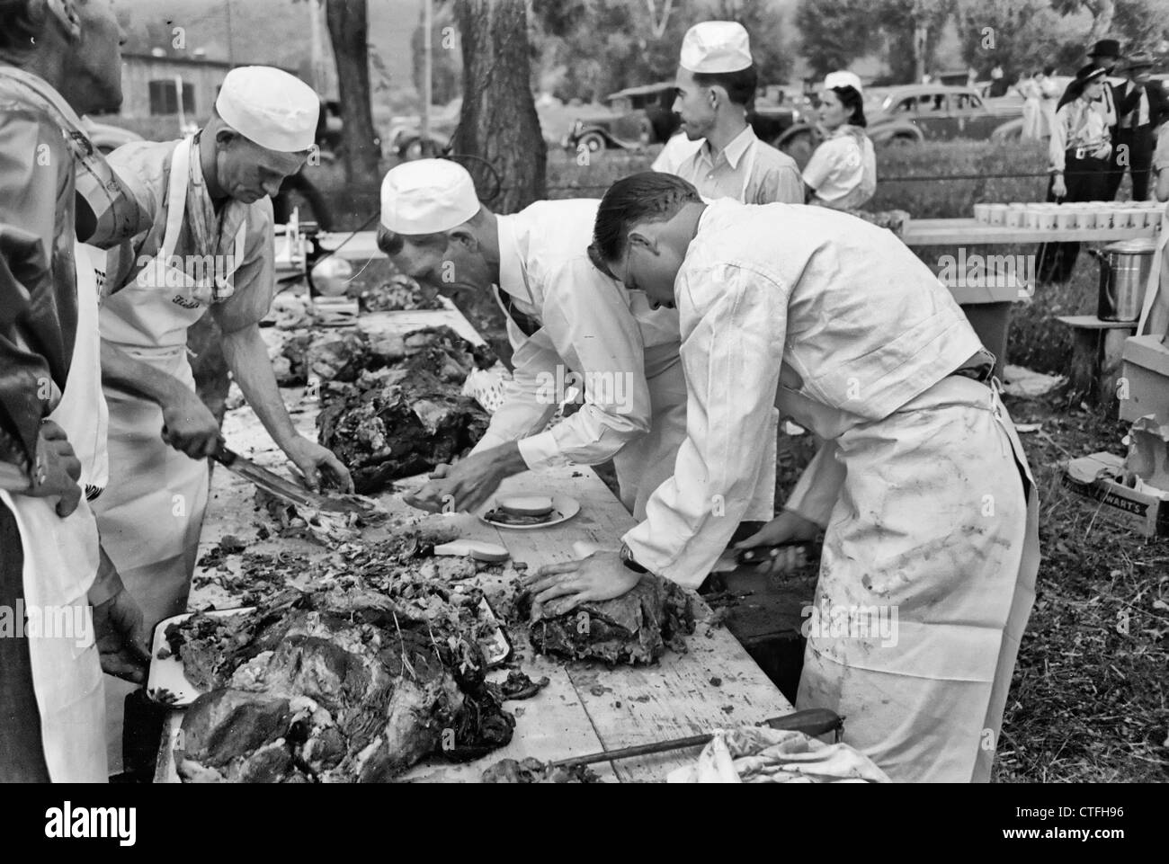 Making barbecue sandwiches at the free barbecue on Labor Day, Ridgway, Colorado, Circa 1940 - Stock Image