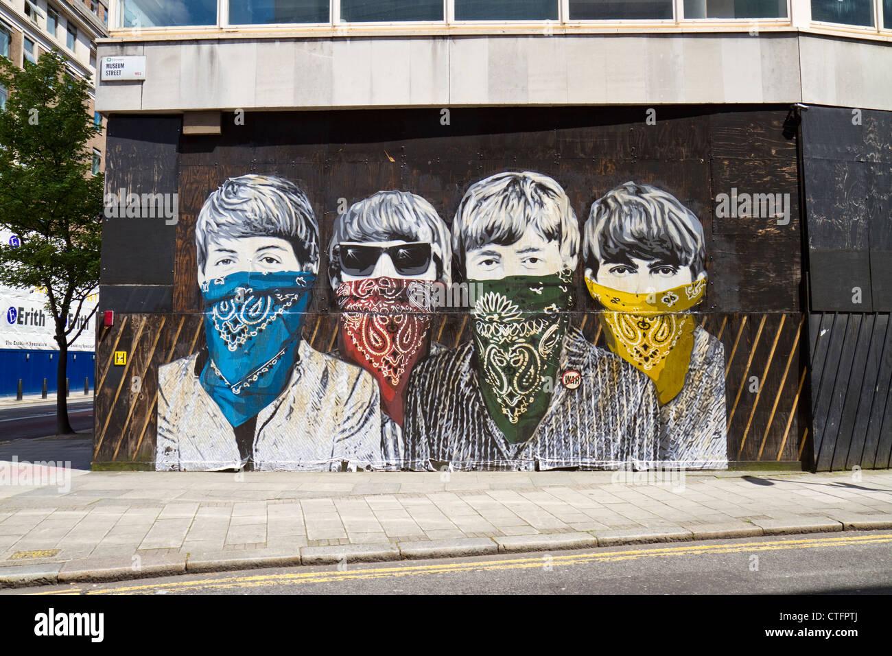 Gemeinsam gegen Corona!! - Seite 8 Paste-up-by-street-artist-mr-brainwash-in-london-depicting-the-beatles-CTFPTJ