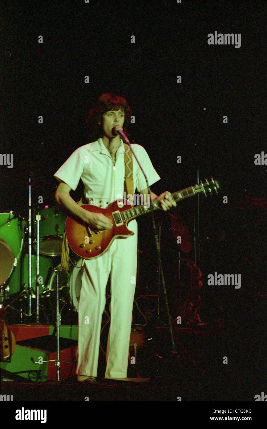 010682 - Chris Squire of Yes in concert in the 1970s - Stock Image
