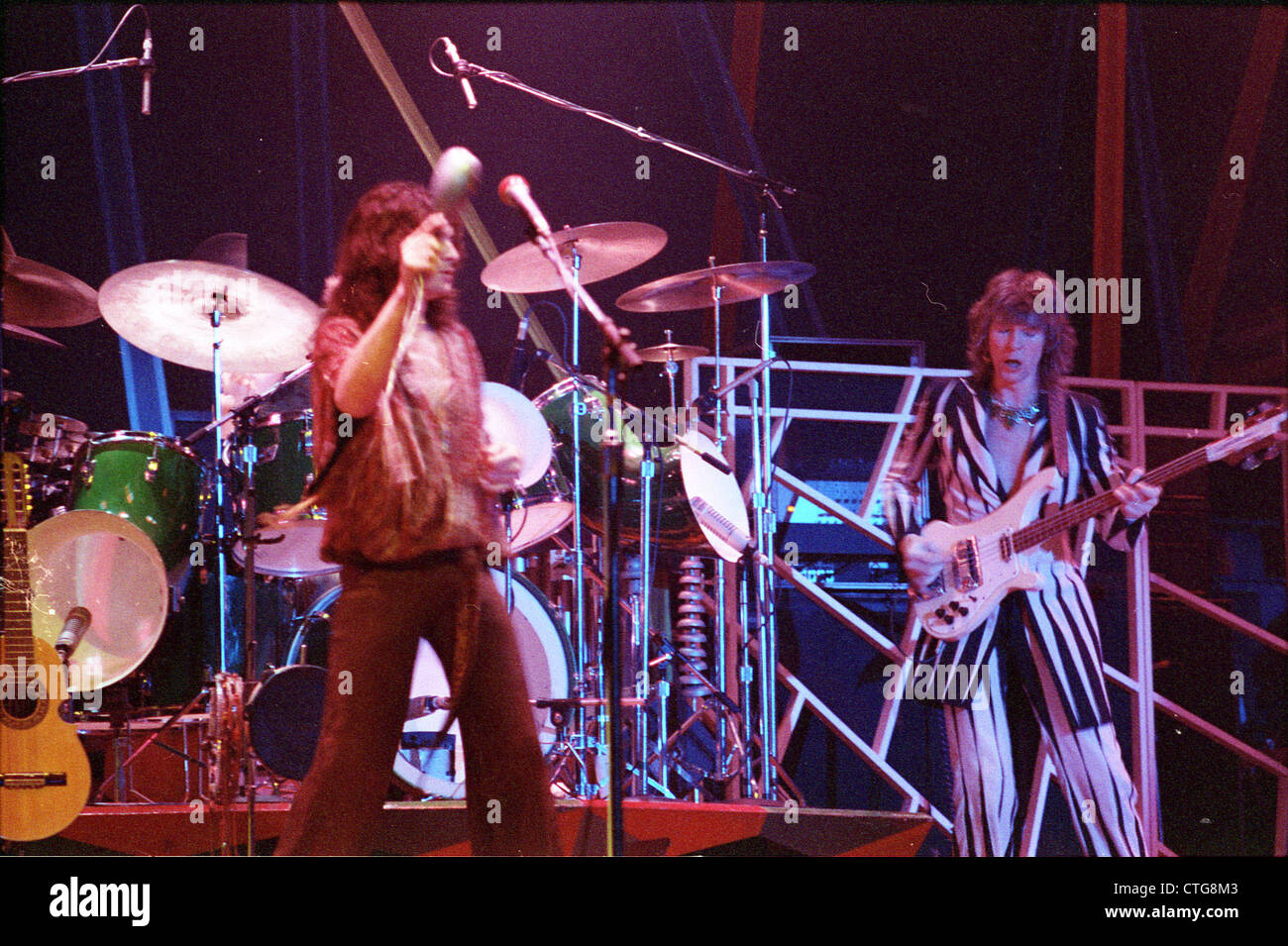 010693 - Jon Anderson and Chris Squire of Yes in concert in the 1970s - Stock Image