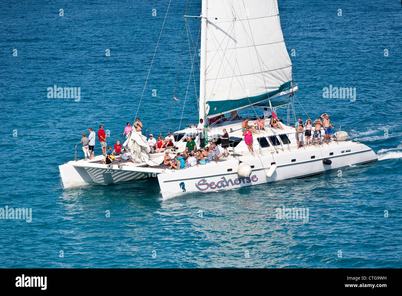 Cruise ship passengers on catamaran excursion tour in Nassau, Bahamas - Stock Image