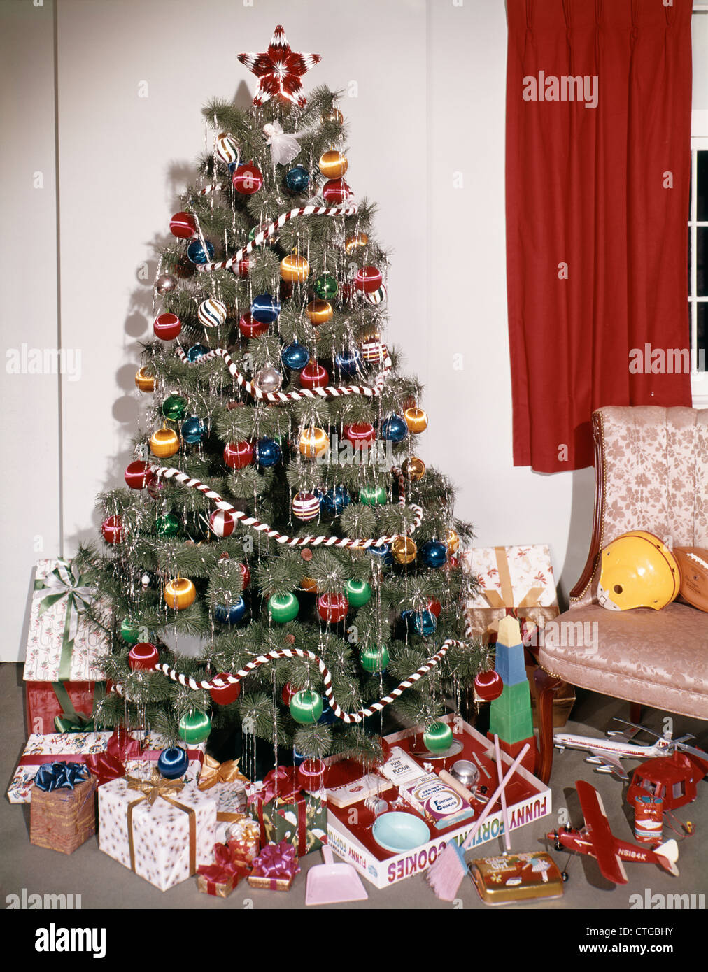 1960s DECORATED CHRISTMAS TREE WITH ORNAMENTS GARLAND TINSEL ...