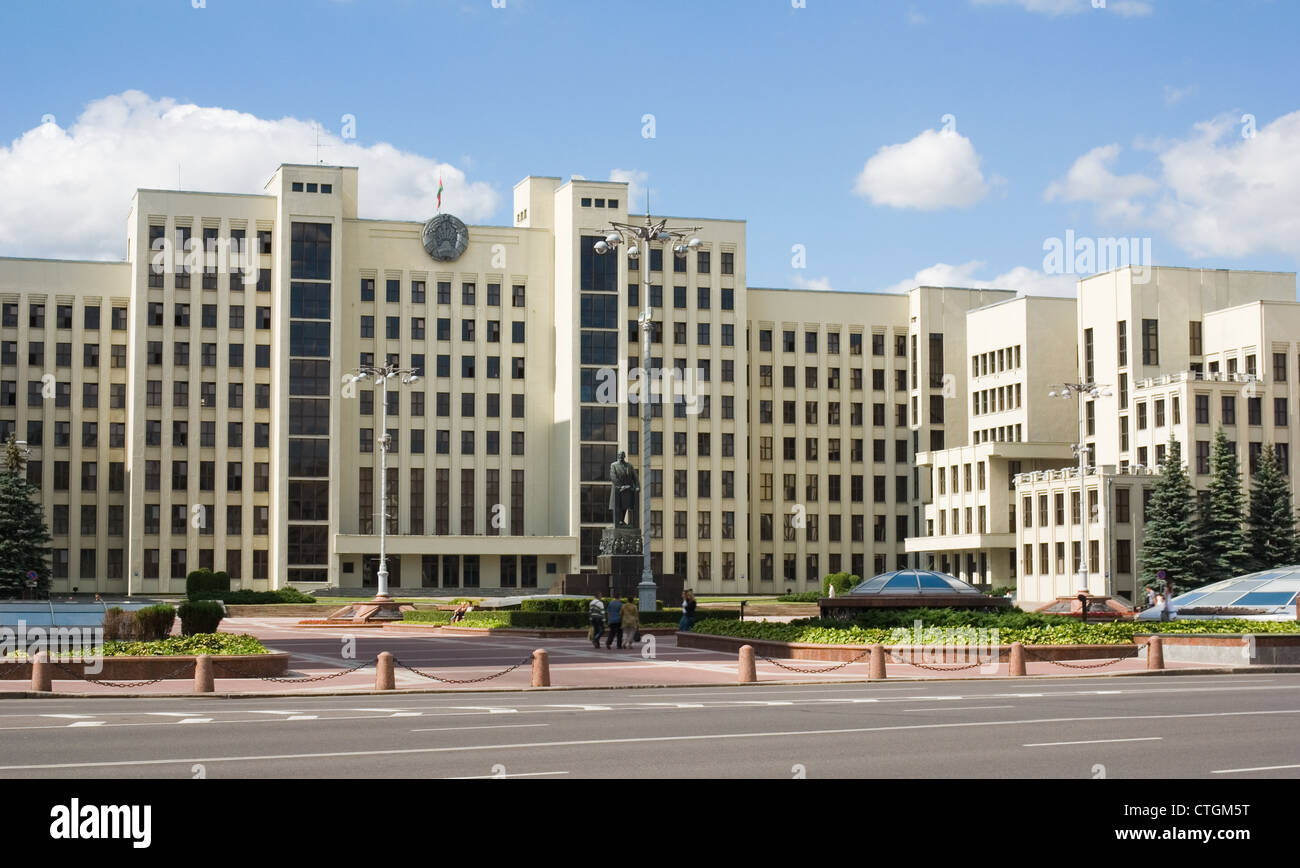 Minsk. Government House and Parliament of Belarus. Independence Square and the monument to Lenin. - Stock Image
