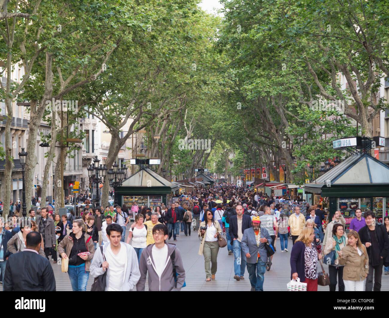 Barcelona, Spain. Crowds strolling in La Rambla late afternoon. - Stock Image