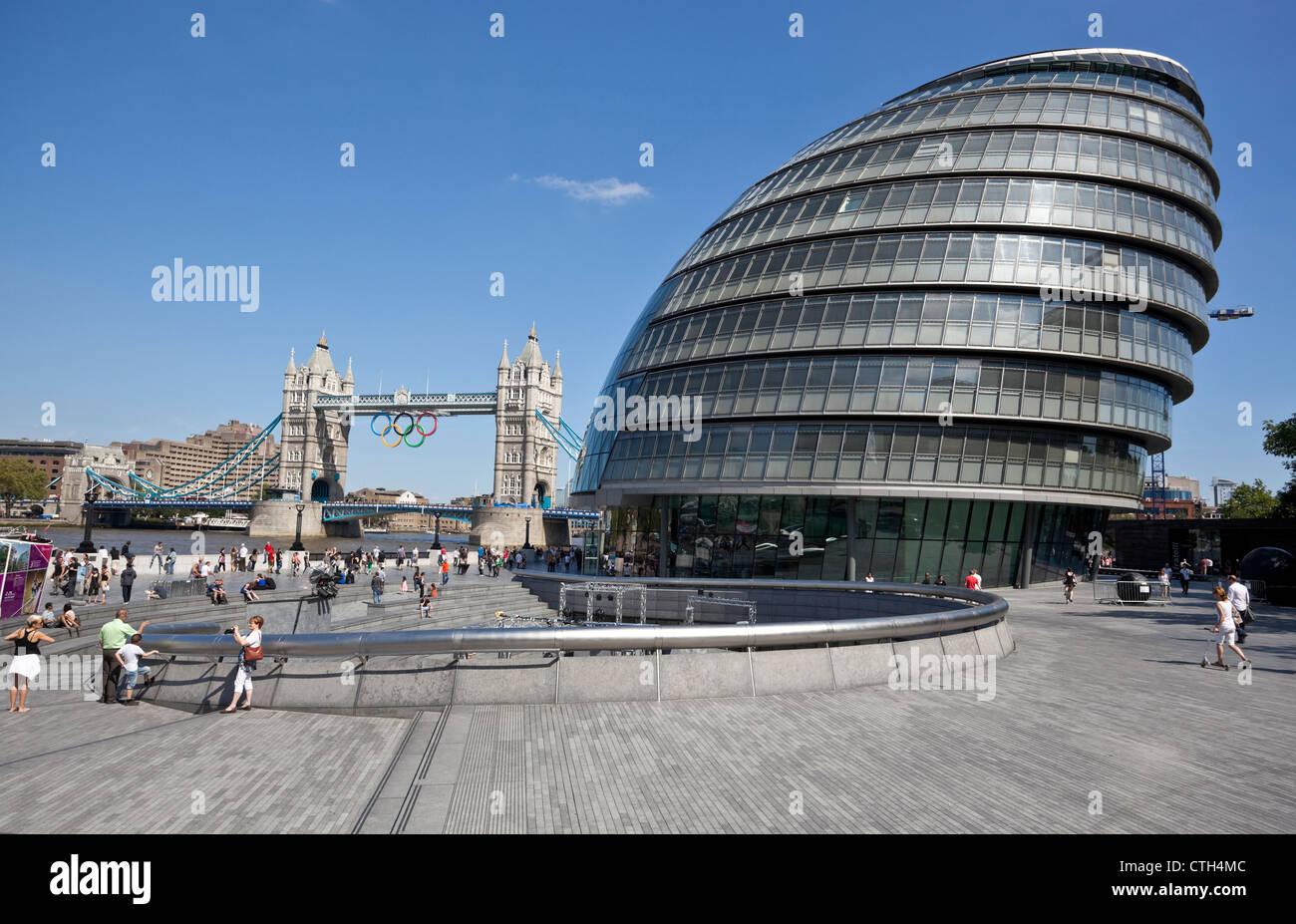 London City Hall and Tower Bridge in the background, Borough of Southwark, London, SE1, England, UK. - Stock Image