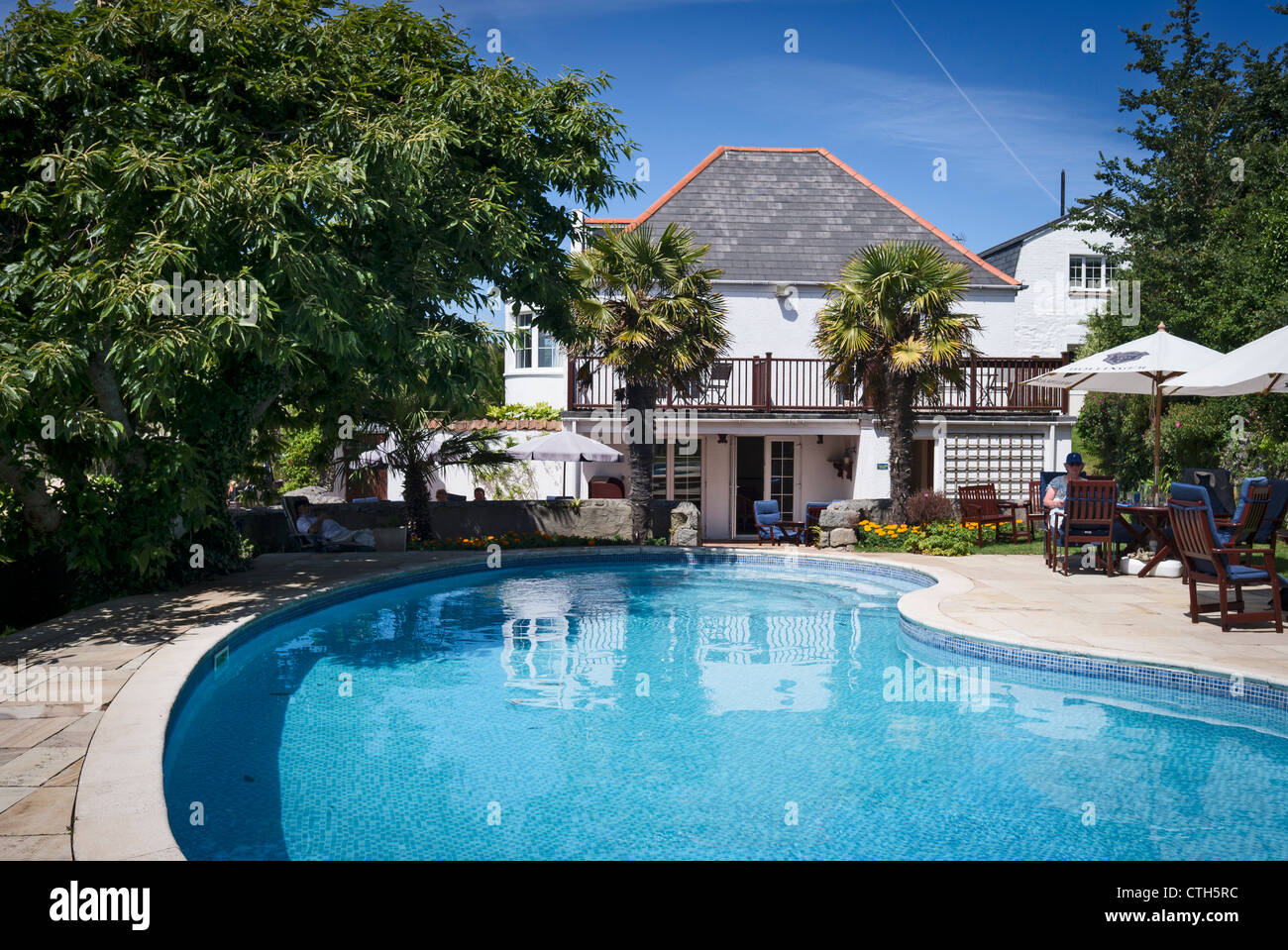 Outdoor swimming pool house uk stock photos outdoor - Uk hotels with outdoor swimming pools ...