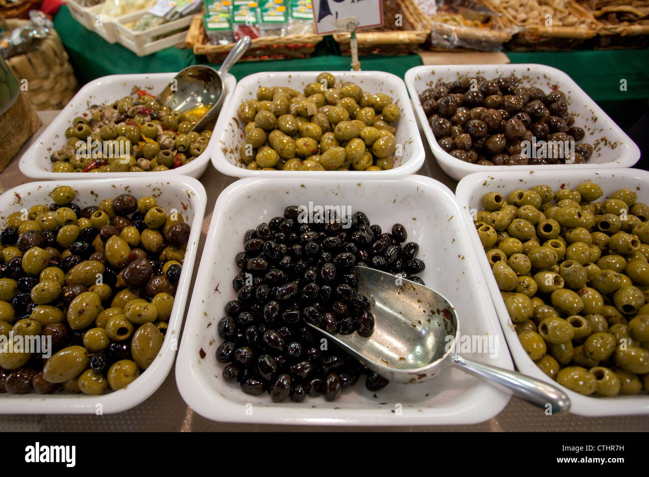 Olives on sale in Mercato Centrale, Florence, Italy - Stock Image