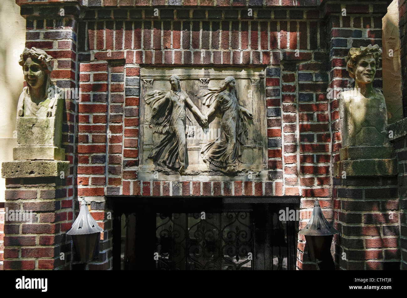 Brooklyn Heights, Brownstone House entrance with sculptures, New York - Stock Image