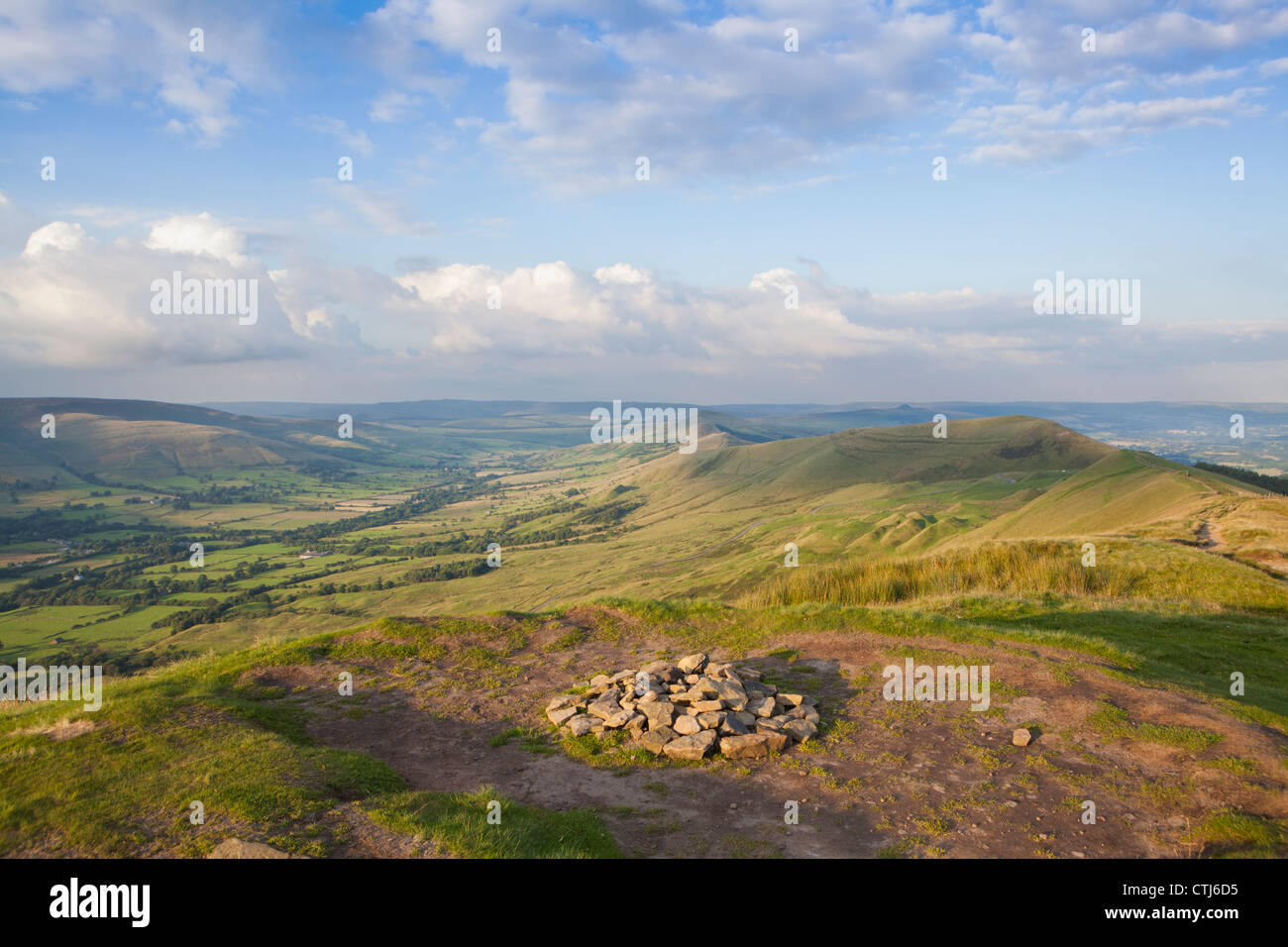 The Vale of Edale from the 'Lords Seat', Rushup Edge, Peak District, Derbyshire, England, UK - Stock Image
