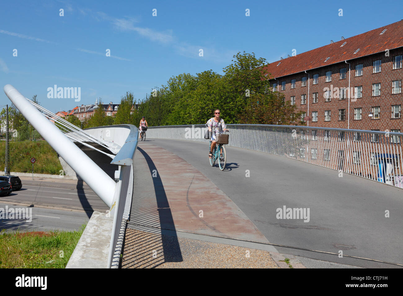 Aabuen, the bridge is part of the 8km long green bicycle route connecting Copenhagen neighbourhoods Nørrebro - Stock Image