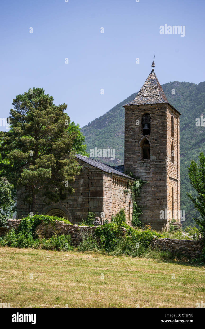 Romanesque church L'Assumpció de Cóll with Gothic bell-tower in Vall de Boí, Catalonia, Spain. - Stock Image