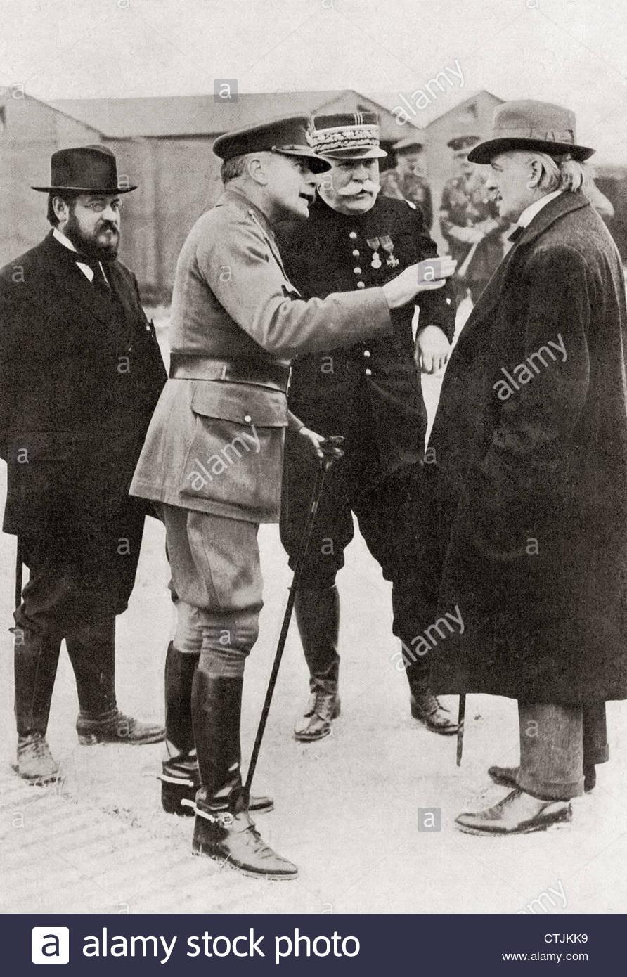 British and French leaders during World War One. L to R, M. Albert Thomas, Sir Douglas Haig, General Joffre and - Stock Image